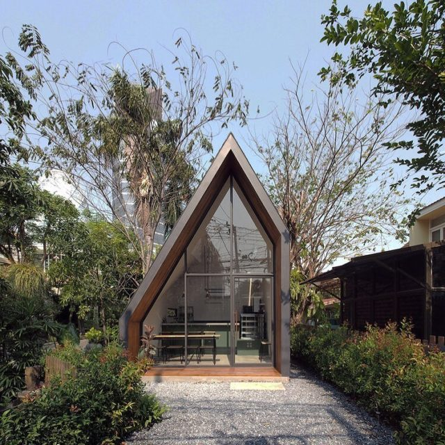 Drooling over this little bakery, in the middle of Bangkok, on the owner's property. You had me at stunning design and baked goods in tropical paradise. 🥧 If we could live in this place our lives would be complete. You feeling it? (From ASWA - Architectural Studio of Work - Aholic) #ResidentExperts