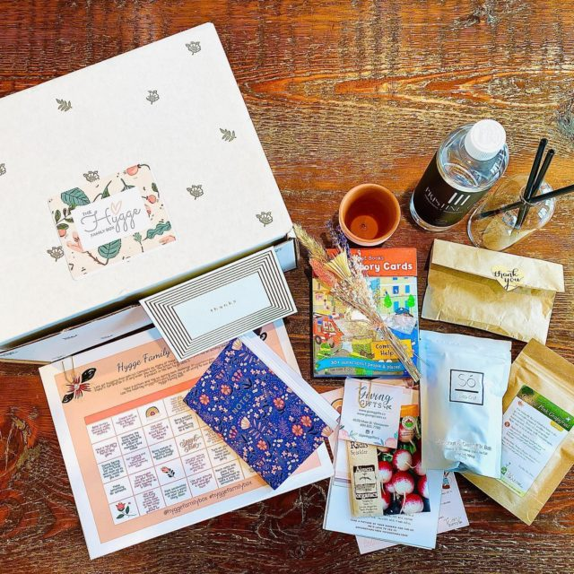 Hygge - the meaning isn't far off of a cozy hug! We're in love with the concept and have been working to create more and more Hygge moments at home. What better than a Hygge box from our friends at @hyggefamilybox. The Everlasting candles are totally like a hug! Enjoy…. if you need us, we'll be hiding under a blanket, getting our Hygge on😌 #hyggefamilybox @themindfullmommies